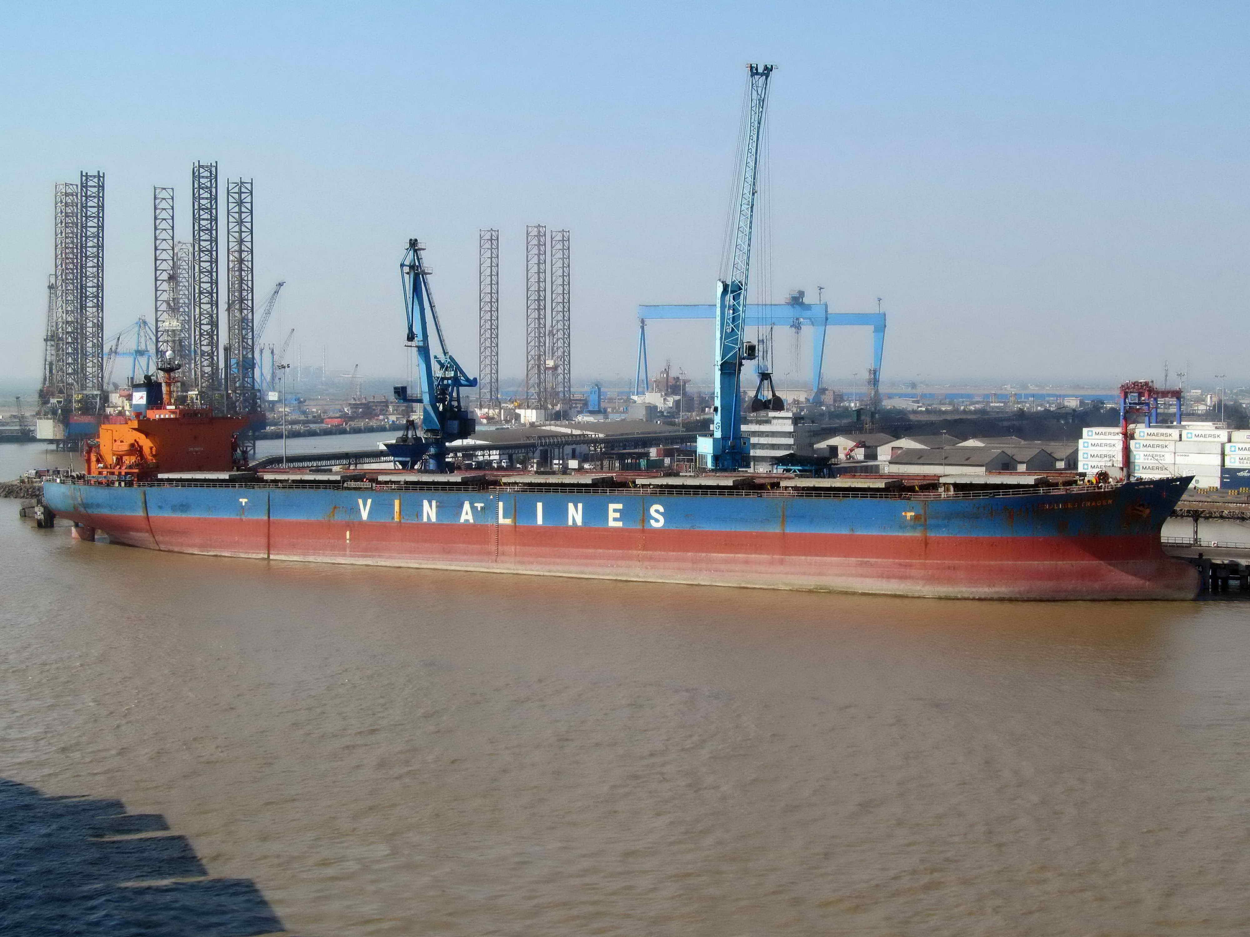 Bán đấu giá tàu Vinalines Trader: Vinalines hạ giá tàu cũ